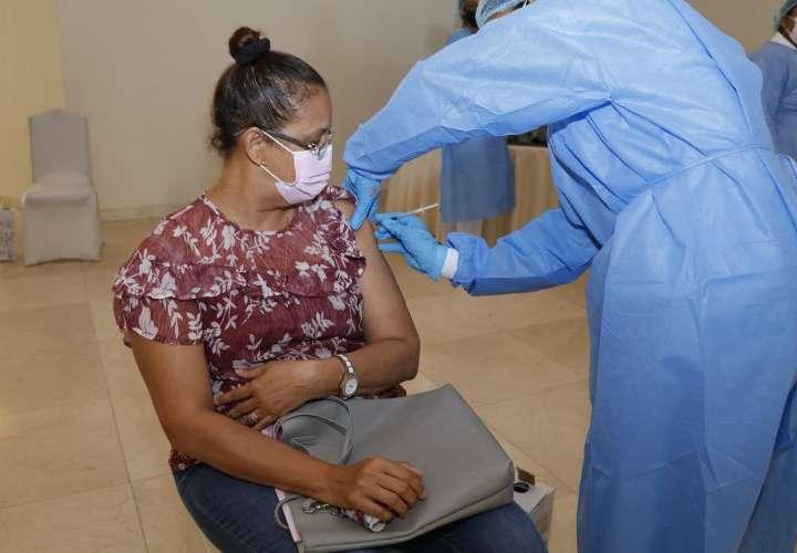 Críticas por 2da dosis en Panamá para los vacunados en el extranjero