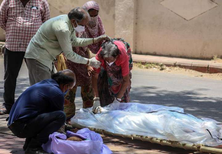 Cadáveres aparecen flotando en el Ganges
