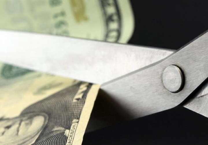 Gobierno recorta gastos por $125 millones