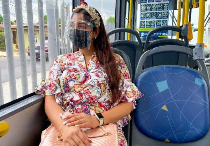 Careta y mascarilla en los buses desde el lunes