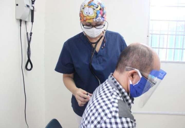 Los pacientes que acuden a esta clínica, presentan dolencias como: disnea o falta de aire, manifestaciones neurológicas, dermatológicas, ansiedad y depresión entre otros.