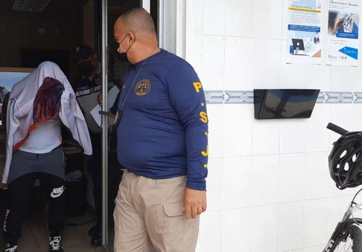Un uniformado acusado de violar a su hijastra.