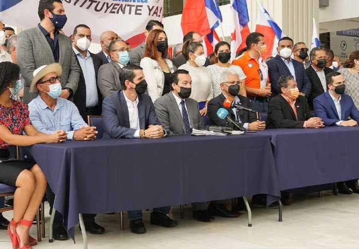 Partidos aliados para recoger firmas para Constituyente