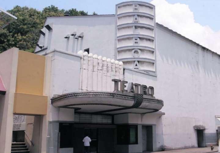 El teatro está ubicado en la Avenida Arnulfo Arias Madrid, en Balboa .