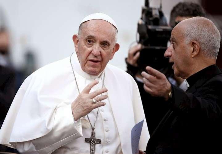 Papa establece que los abusos a menores son delitos contra la dignidad humana