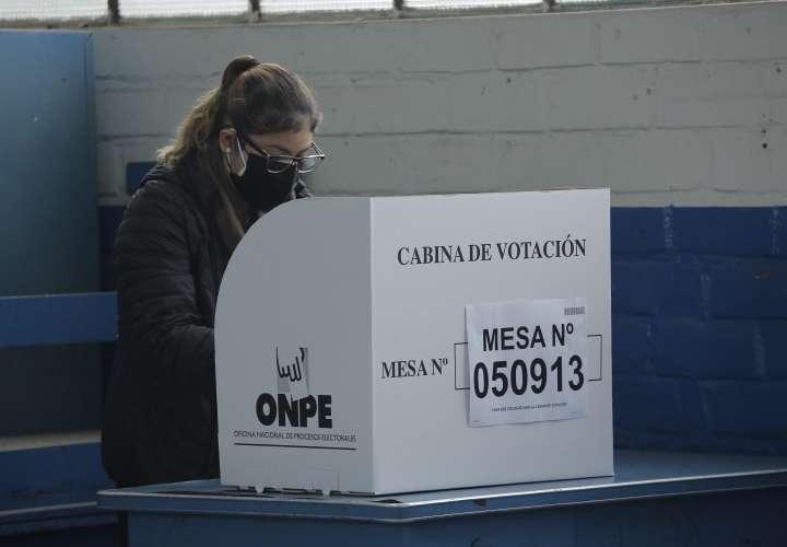 Estrecho resultado en las presidenciales de Perú