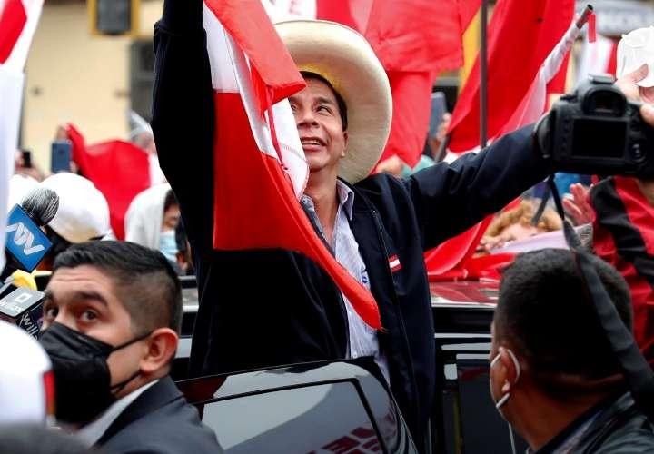 Pedro Castillo se aproxima al triunfo electoral
