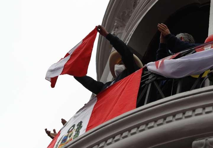 Políticos de otras tendencias se acercan a Pedro Castillo