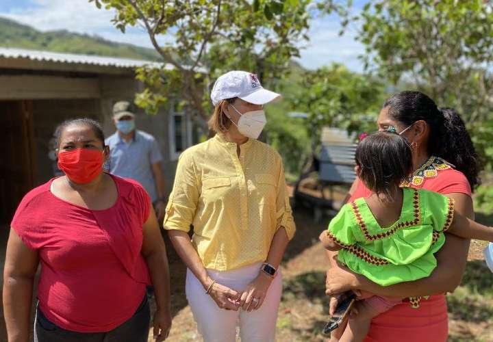 Primera Dama entrega 22 viviendas en Comarca Ngäbe Buglé