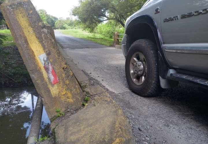 Peligran puentes en Cabuya de Chame