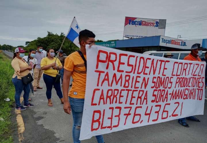 Pobladores y productores exigen construcción de carretera Sorá - Manglarito