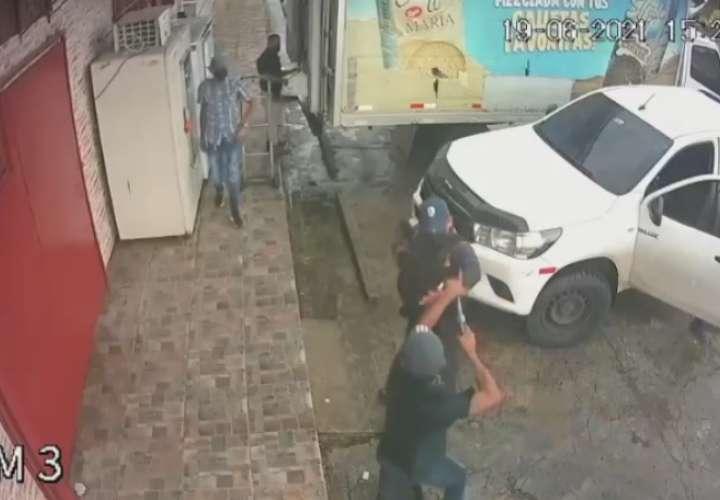 Intento de robo a seguridad queda grabado; hay un herido