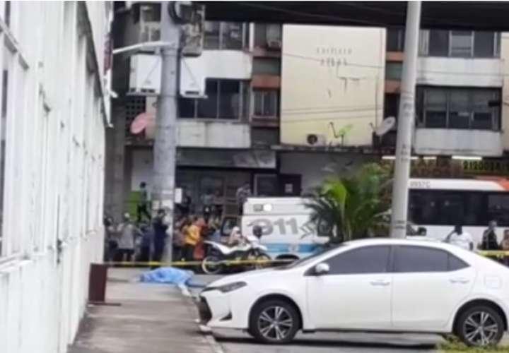 Gatilleros en moto matan a tiros a un hombre cerca de la 5 de Mayo