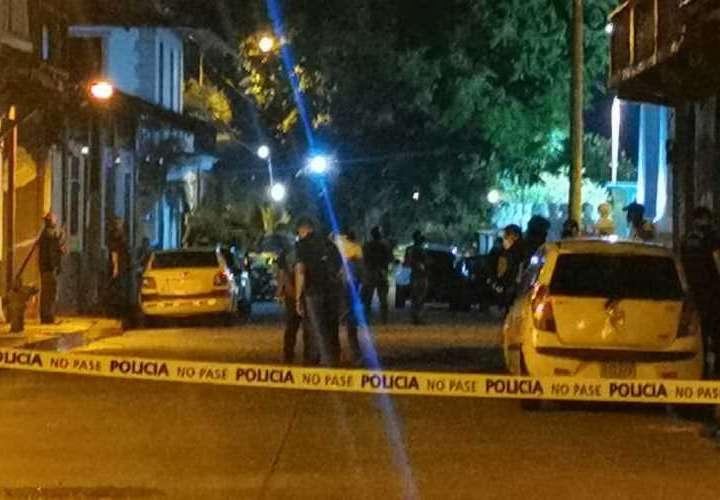 Capturan a un menor vinculado a doble crimen en El Chorrillo