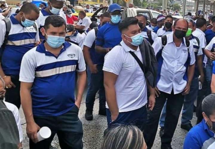 Mitradel ordena suspender huelga en Estrella Azul, pero sindicato protesta
