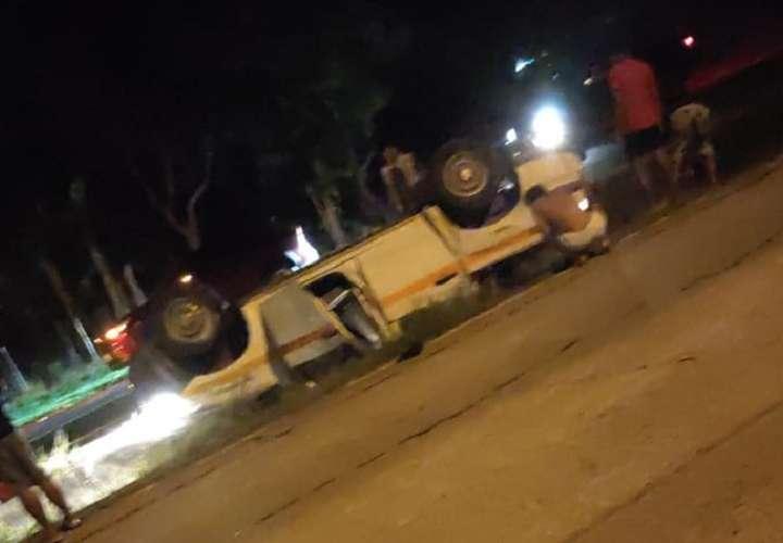 Cuatro personas resultan heridas tras volcarse un vehículo en Chame