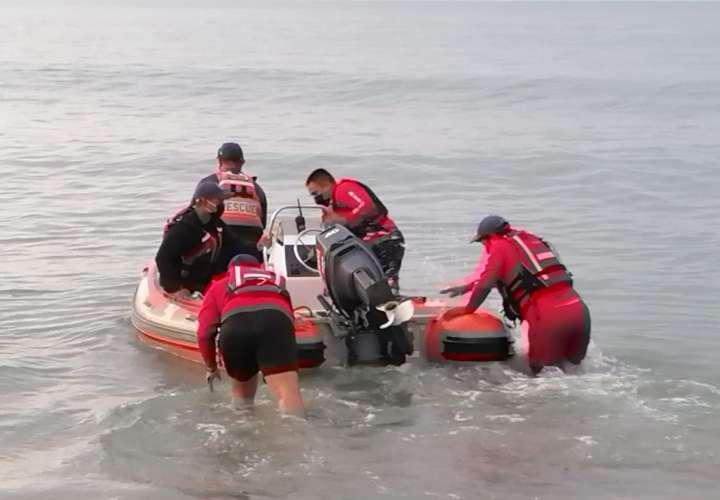 El cuerpo fue ubicado sobre las 4:00 p.m en Playa Canadian, indicó personal de la FTC que participó de los operativos de búsqueda y rescate.