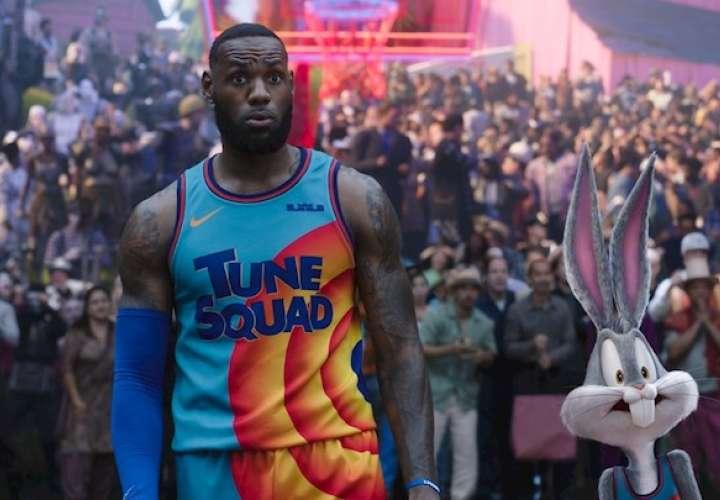 """LeBron James lidera la taquilla en cines de EE.UU. con la nueva """"Space Jam"""""""