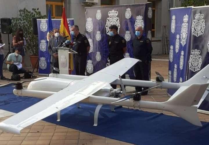 Junto con la aeronave se decomisaron 85 kg de drogas y se capturaron a tres personas en Francia y una en España. tp