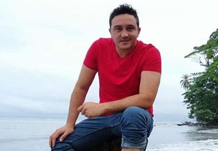 Lucho Pérez pasó un buen susto al ser embestido por un toro