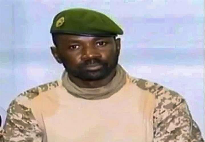 En la imagen aparece el presidente interino de Mali, el coronel Assimi Goita. EFE