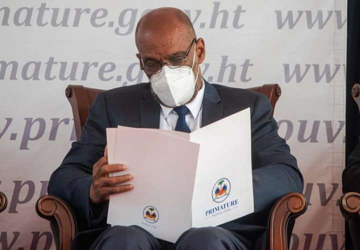 El nuevo primer ministro de Haití, Ariel Henry, fue registrado este martes, durante la toma de posesión del nuevo Gobierno haitiano, en Puerto Príncipe (Haití). EFE