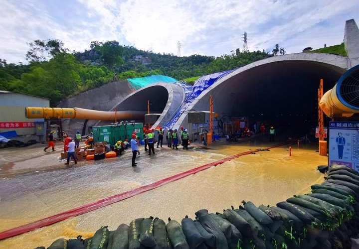 Vista general del túnel inundado en la ciudad de Zhuhai en la provincia de Guangdong, en el sur de China. EFE