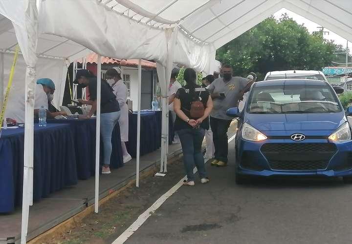 Adecúan auto exprés en la Feria de Azuero para aplicación de vacunas Pfizer