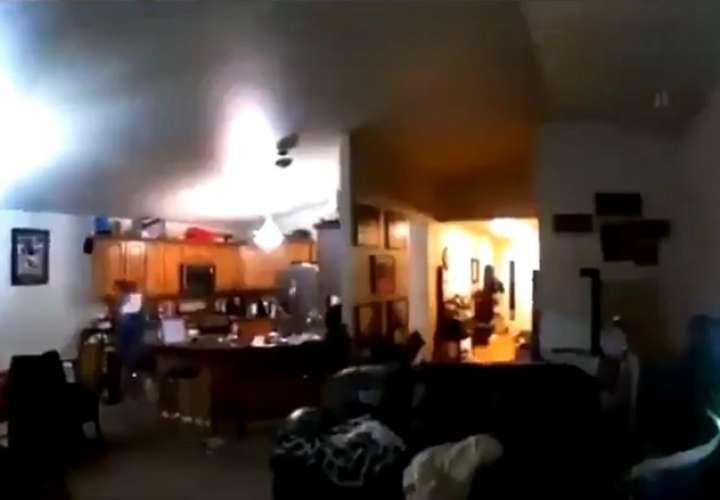 Captura de pantalla de video durante el sismo en Alaska.