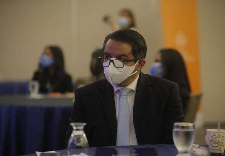 En la imagen aparece el jefe de Misión de la Organización Internacional para las Migraciones (OIM) en Panamá, Santiago Paz, durante un acto hoy, en Ciudad de Panamá (Panamá). EFE