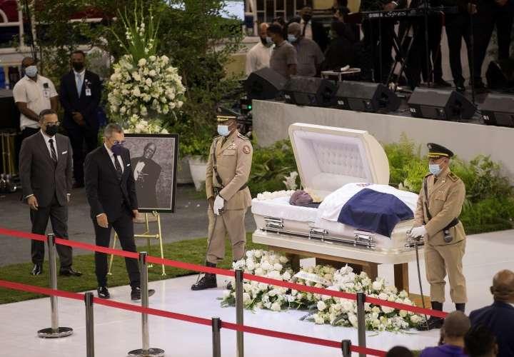 Multitudinario funeral para Johnny Ventura
