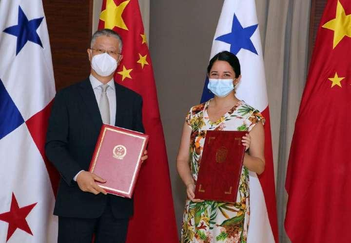 Panamá y China firman enmienda a contrato para sede de embajada