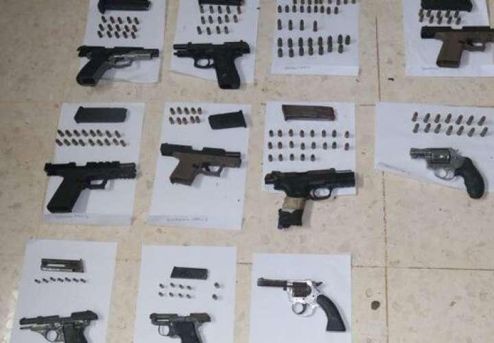 Decomisan 10 armas, celulares y cuchillos en la Nueva Joya [Video]