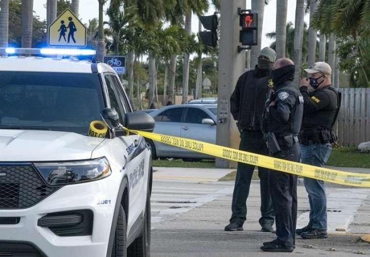 El alguacil detalló que dispararon unas 100 rondas entre los agentes y el sospechoso, que estuvo en Iraq y Afganistán y que trabajaba para una compañía de seguridad.