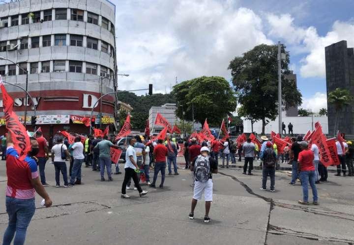 Suntracs protesta contra reformas electorales