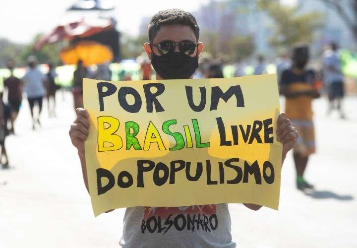 Piden la destitución de Jair Bolsonaro
