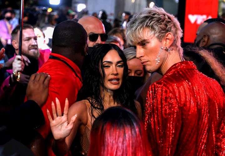 ¡Ayala! Embolille entre McGregor y Machine Gun en los MTV VMAs se roba el show