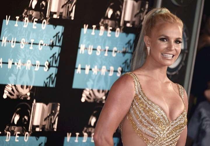 Britney Spears anuncia que se va a casar con un modelo y entrenador personal