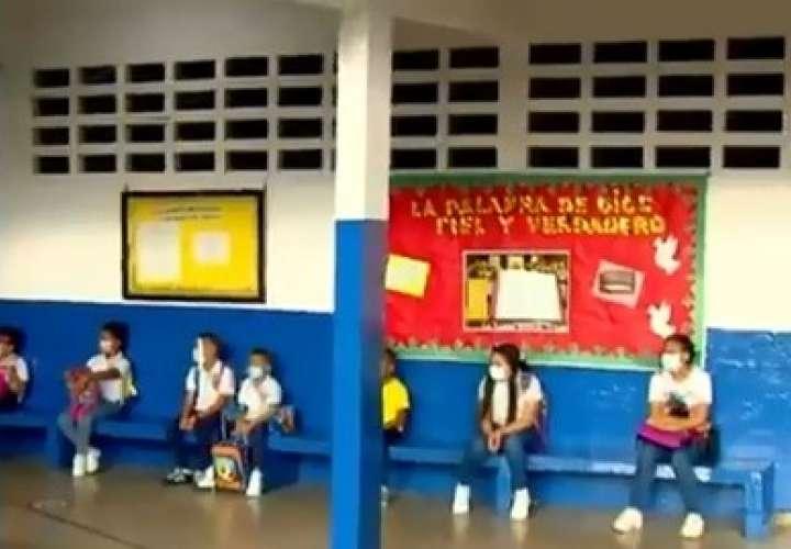 Alegría y entusiasmo por retorno a clases en escuela de San Miguelito