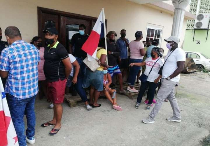 Residentes de Cativá protestan en oficina de junta comunal