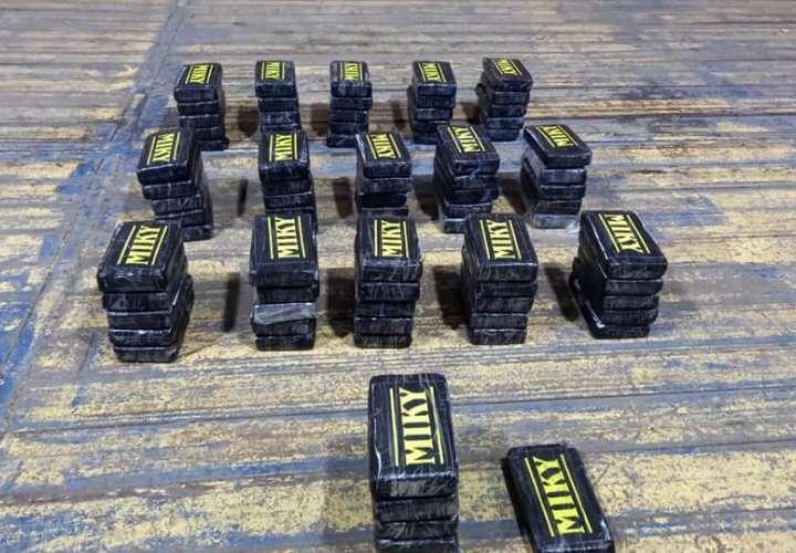 Incautan 81 paquetes de droga en contenedor en puerto de Colón