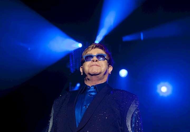 Elton John pospone su próxima gira europea a 2023