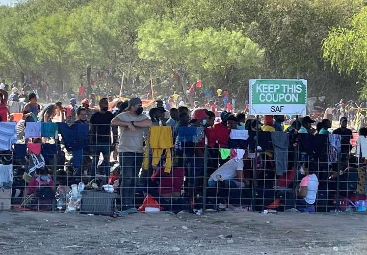 EE.UU. cierra el puente fronterizo por haitianos