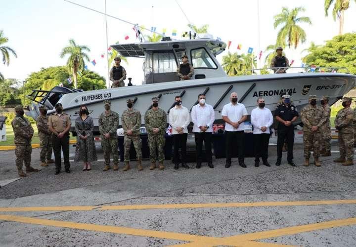 Estados Unidos dona bote y vehículos al Ministerio de Seguridad
