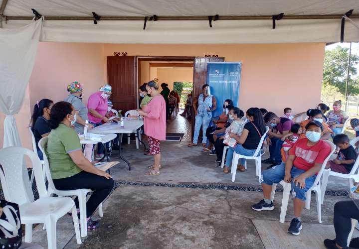 Comunidad repara techos y acondiciona subcentro de salud y logra su reapertura