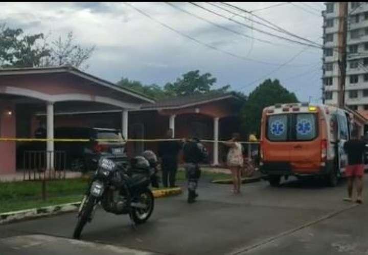 Matan a puñaladas a un hombre en la Vereda Tropical de Colón; hay otro herido