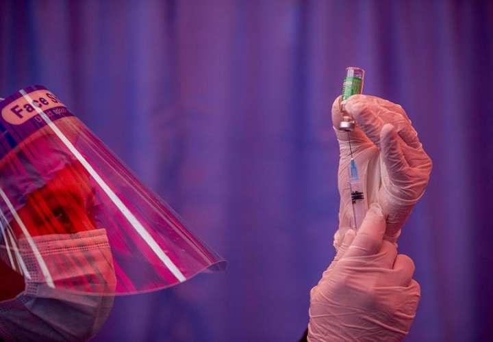 Poco a poco, los rusos van ganando confianza en su vacuna, reporta el servicio ruso de la BBC. Foto: EFE- Ilustrativa