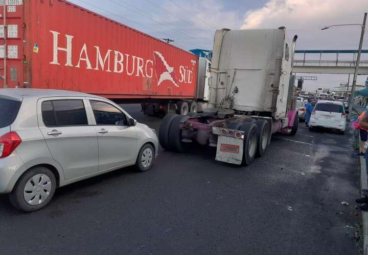 Paro: Transportistas de carga bloquean entrada de puertos [Video]
