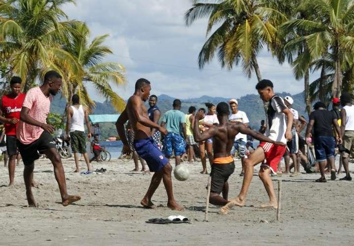Liga de haitianos migrantes