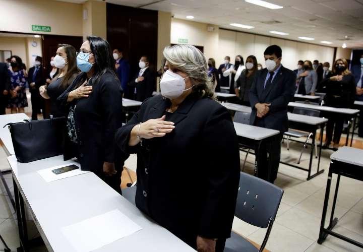 El Supremo de El Salvador juramenta a jueces en medio de polémica por reforma
